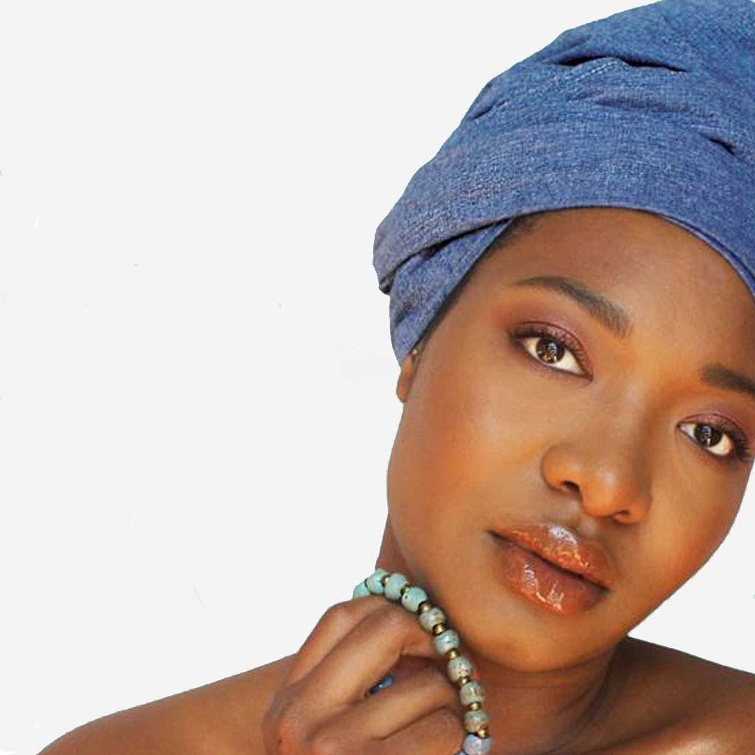 beautiful Haitian women with accessories